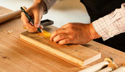 """艺术课堂丨""""木头木脑""""发现木头的美——手绘木头圆形杯垫"""